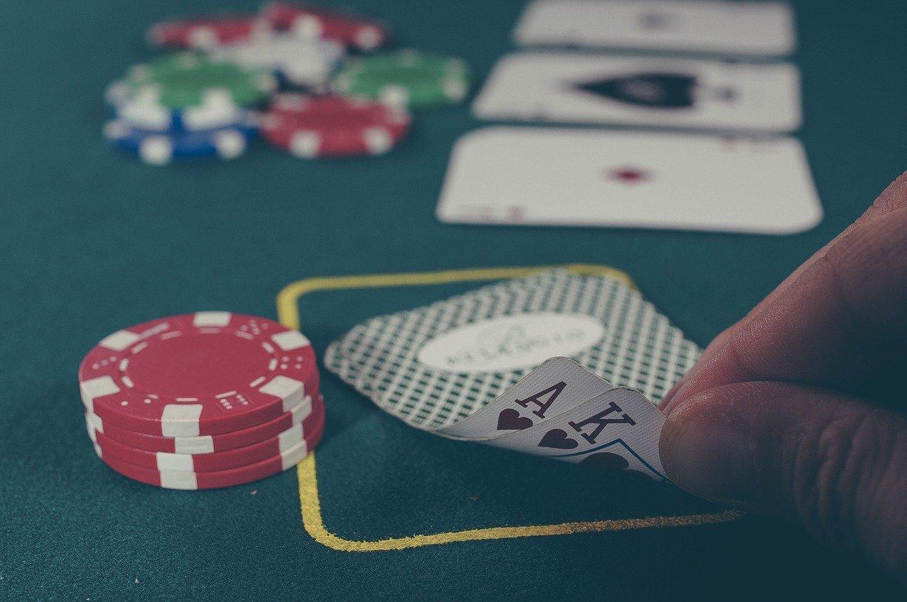 Blackjackspil der er igang, hvor spilleren har fået en blackjack.