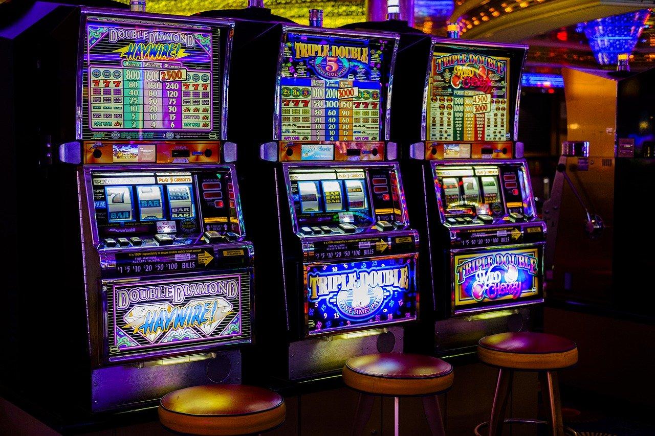 Spillemaskiner på et casino der leverer freespins